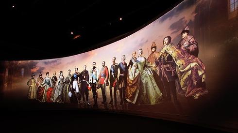 Приборы RED Lighting освещают выставку Романовых